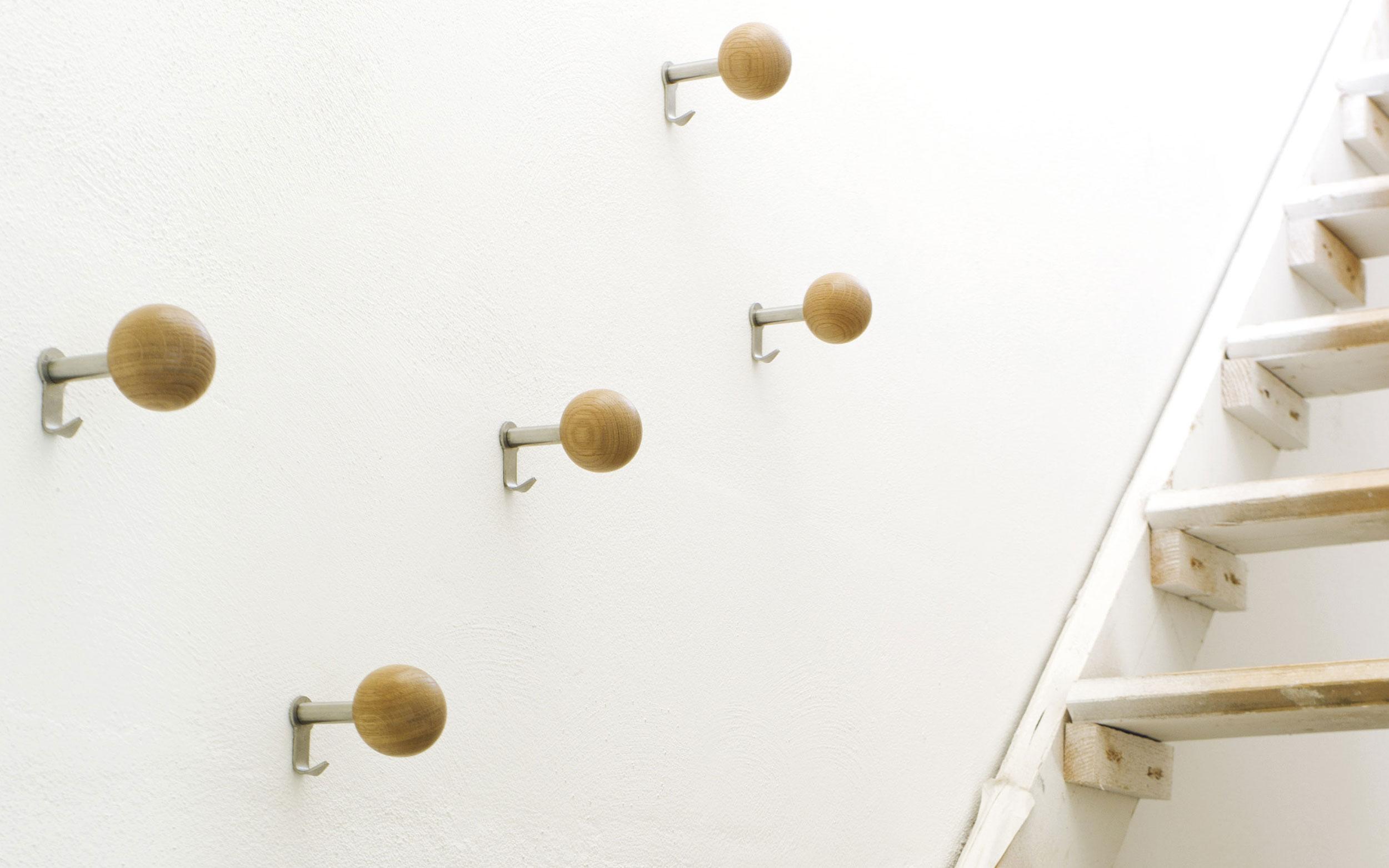 dots sch nbuch wandhaken sch ne akzente f r jeden raum. Black Bedroom Furniture Sets. Home Design Ideas