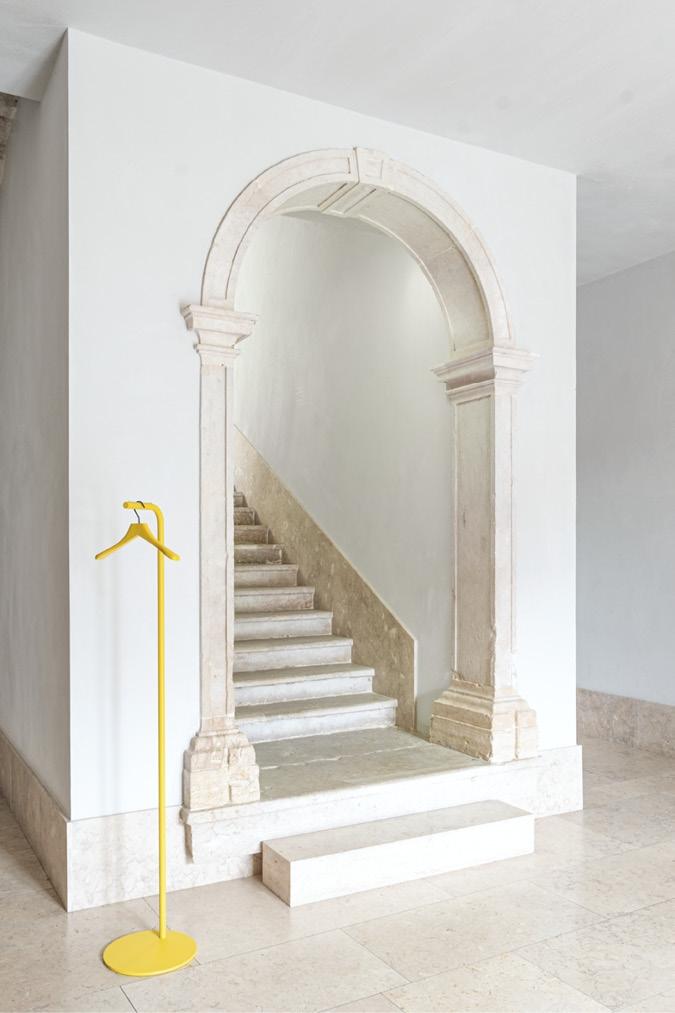 Schönbuch Design Garderobenständer Bow Metall gelb minimalistisch f/p design Schönbuch design coat stand Bow metal yellow minimalist f/p design