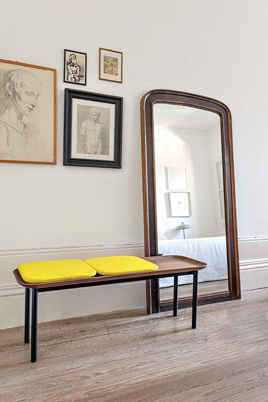 Schönbuch Design Bank Tani Massivholz Metallgestell minimalistisch elegant Nussbaum E-ggs Schönbuch design bench Tani solid wood leg frame metal minimalist elegant walnut E-ggs